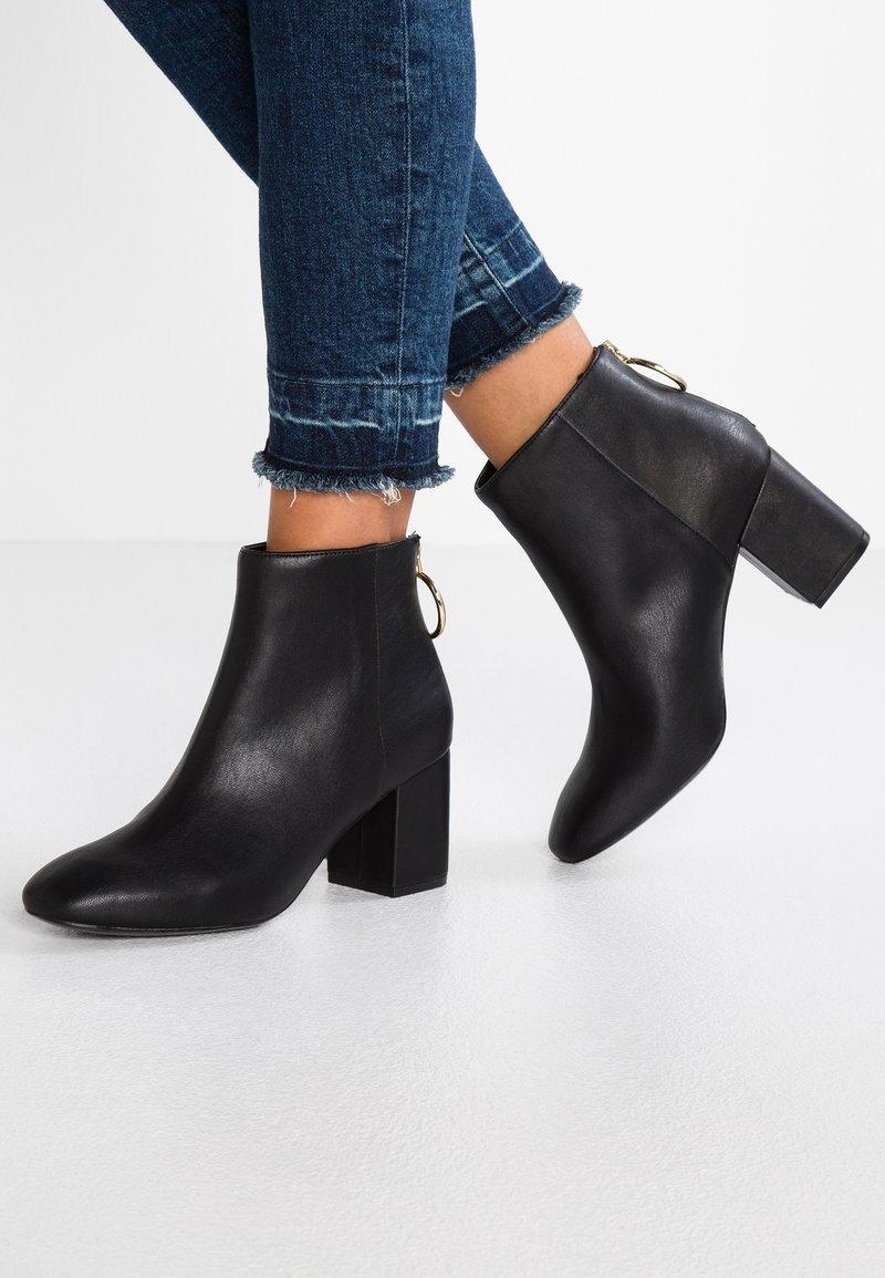 Ivyrevel - ARAN - Kotníková obuv - black