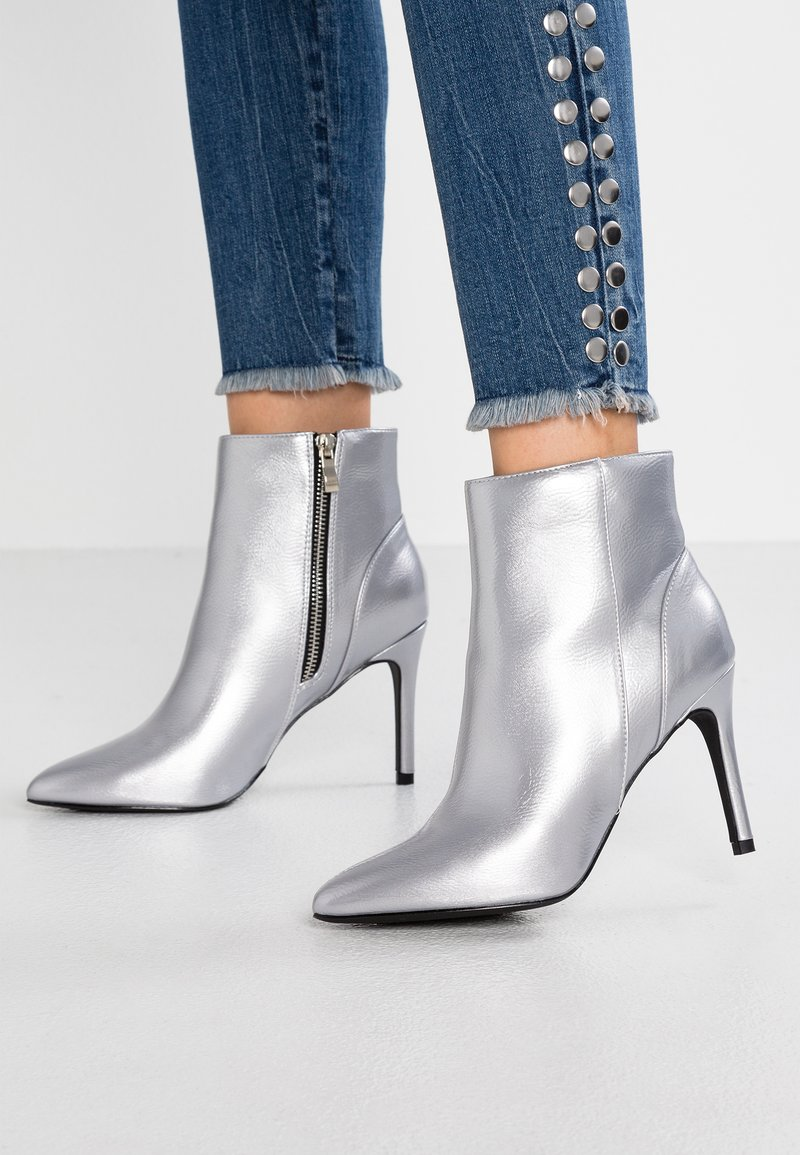 Ivyrevel - KAYALA  - High Heel Stiefelette - silver