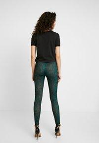 Ivyrevel - SLIM FIT PANTS - Pantalones - green snake - 2