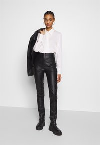 Ivyrevel - FAUX LEATHER TROUSERS - Skinnbyxor - black - 1