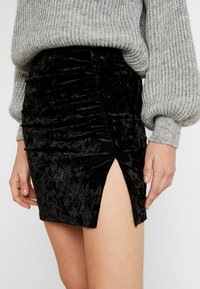 Ivyrevel - VELVET MINI SKIRT - Miniskjørt - black - 4