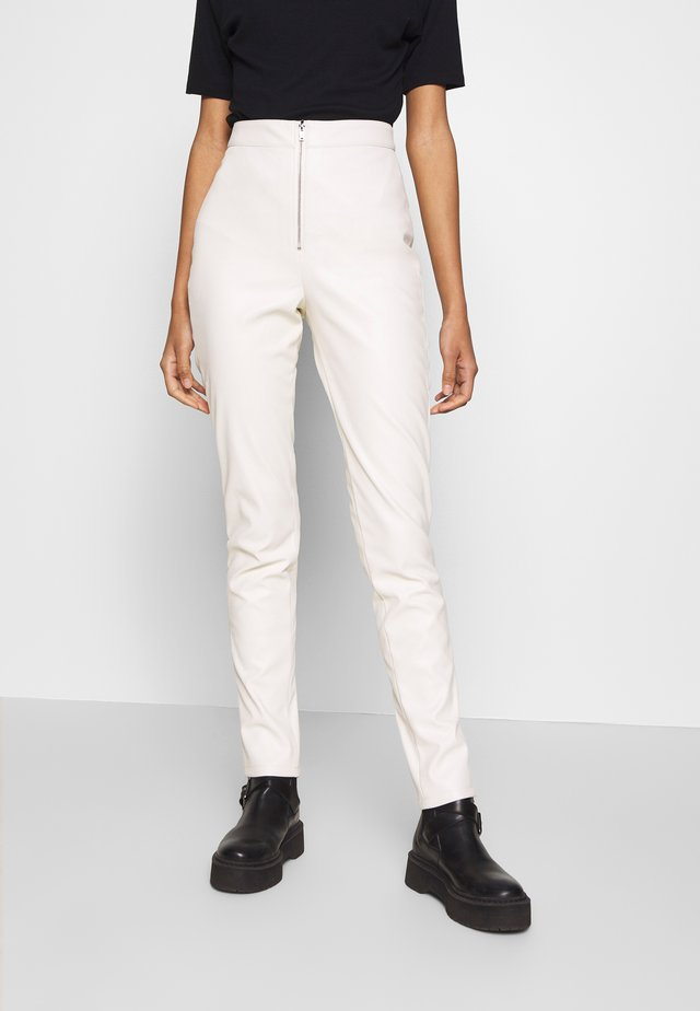FAUX LEATHER TROUSERS - Spodnie skórzane - off white
