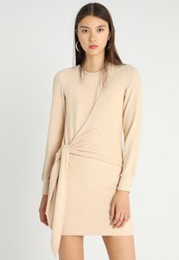 Ivyrevel - ELISA DRESS - Sukienka etui - camel - 0