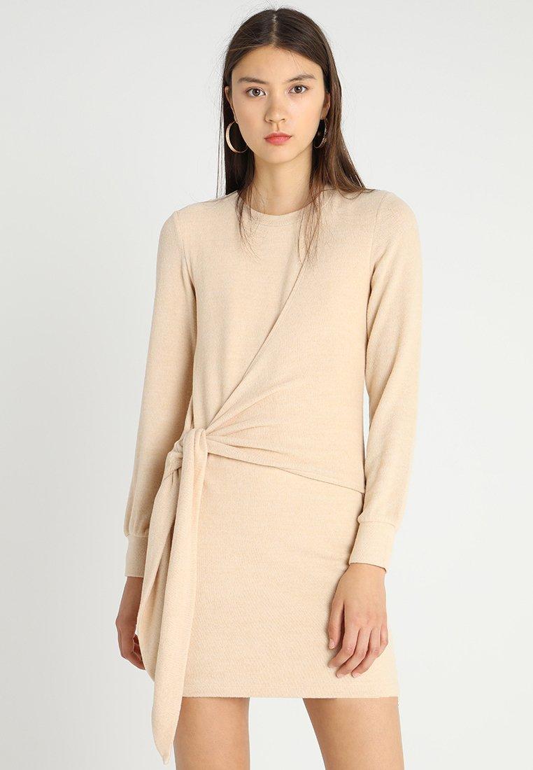 Ivyrevel - ELISA DRESS - Sukienka etui - camel