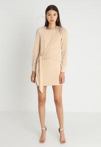 Ivyrevel - ELISA DRESS - Sukienka etui - camel - 2
