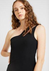 Ivyrevel - CUTOUT ONE SHOULDER DRESS - Koktejlové šaty/ šaty na párty - black - 3