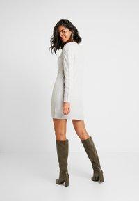 Ivyrevel - CABLE DRESS - Gebreide jurk - light grey melage - 3