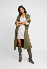 Ivyrevel - CABLE DRESS - Gebreide jurk - light grey melage - 2