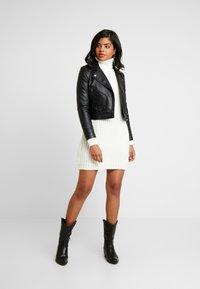 Ivyrevel - OVERSIZED DRESS - Pletené šaty - off white - 2