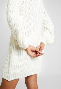 Ivyrevel - OVERSIZED DRESS - Pletené šaty - off white - 4