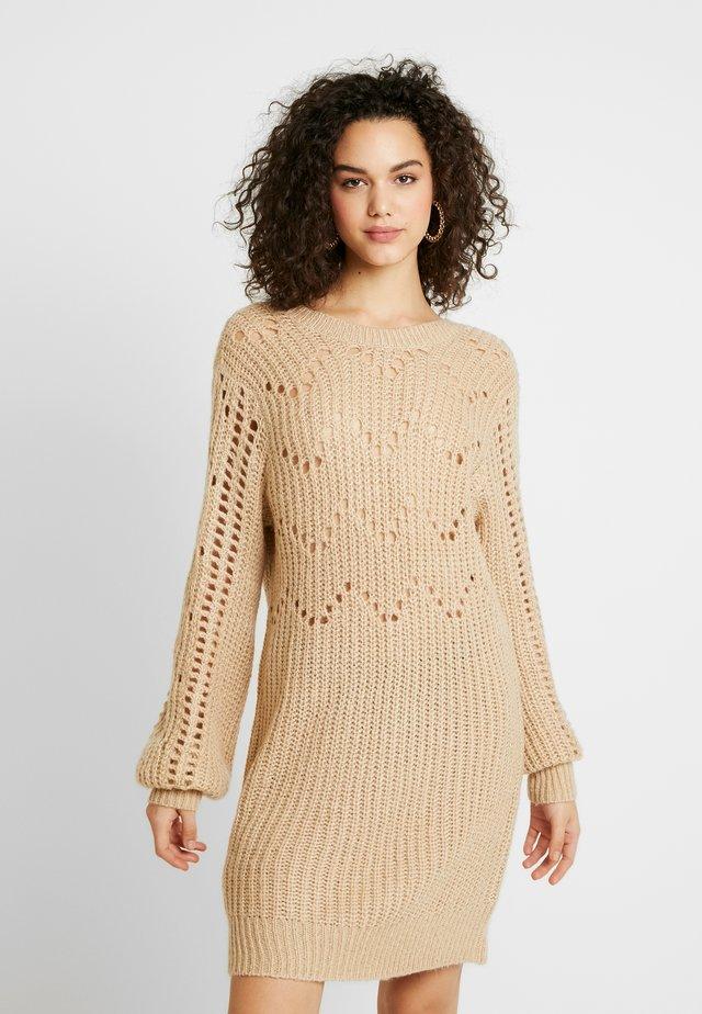 DRESS - Abito in maglia - beige
