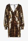 DEEP SEQUIN DRESS - Cocktailklänning - golden