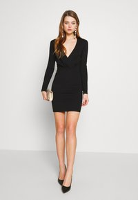 Ivyrevel - SLIM FIT MINI DRESS - Pouzdrové šaty - black - 1