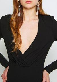 Ivyrevel - SLIM FIT MINI DRESS - Pouzdrové šaty - black - 4