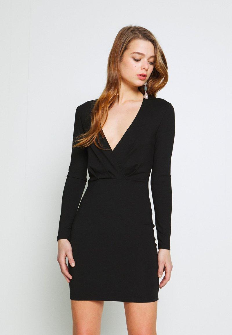 Ivyrevel - SLIM FIT MINI DRESS - Pouzdrové šaty - black