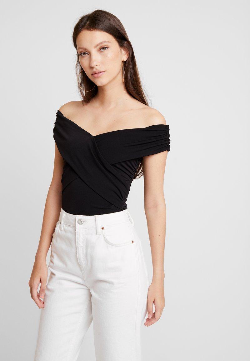 Ivyrevel - CROSS FRONT BARDOT - Print T-shirt - black