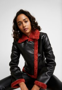 Ivyrevel - JACKET - Giacca in similpelle - black/burnt red - 3