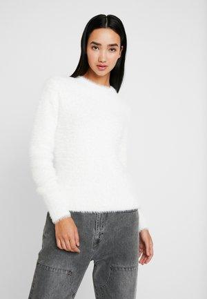 FUZZY KNIT - Stickad tröja - white