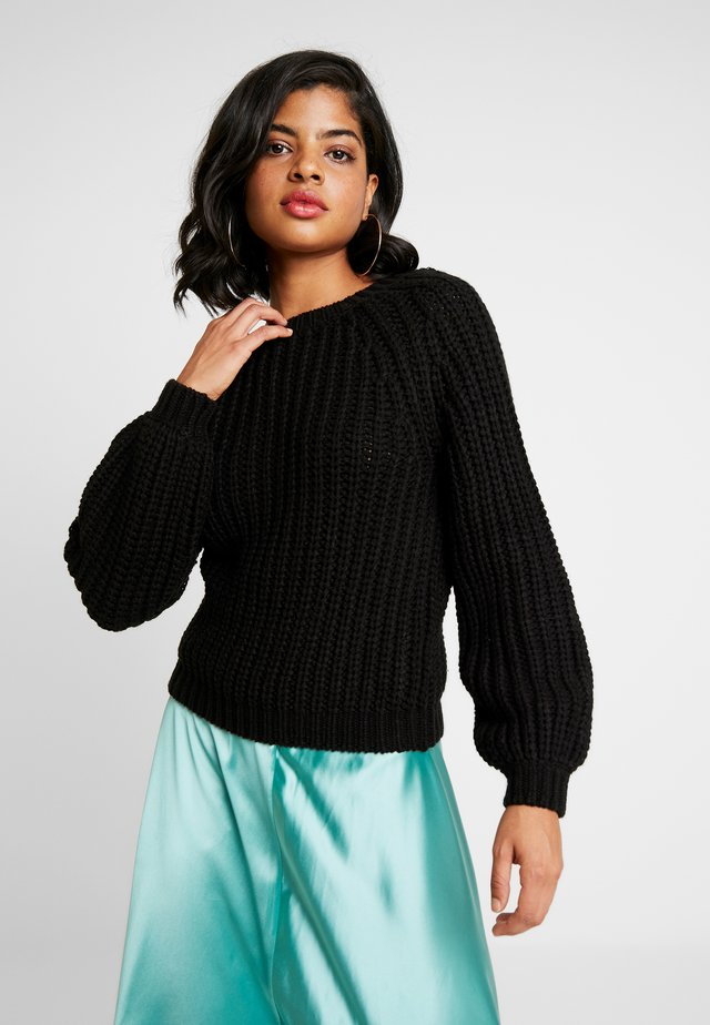 LOW BACK - Stickad tröja - black
