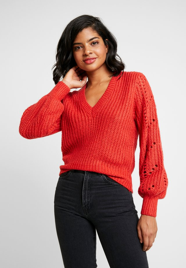 SLEEVE - Sweter - burnt red