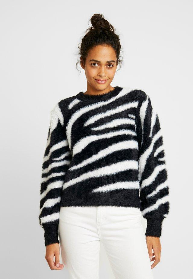 RELAXED FUZZY - Stickad tröja - black/white