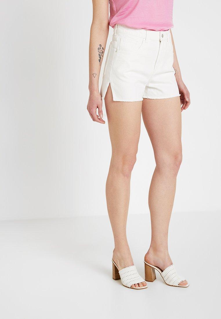 Ivyrevel - RAW EDGE - Jeans Short / cowboy shorts - white