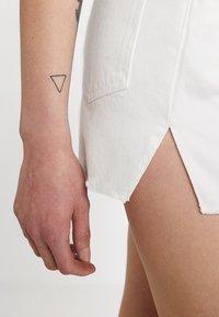 Ivyrevel - RAW EDGE - Jeansshorts - white - 4