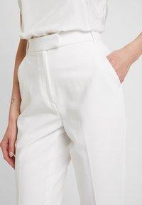 IVY & OAK BRIDAL - BRIDAL PANTS - Kalhoty - snow white - 4
