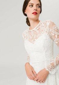IVY & OAK BRIDAL - EMBROIDERED BRIDAL DRESS - Suknia balowa - snow white - 4