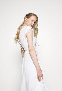 IVY & OAK BRIDAL - BRIDAL CAP SLEEVE DRESS - Ballkleid - snow white - 4