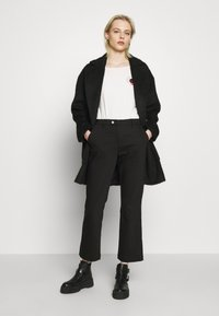 Ivy Copenhagen - ALICE CROPPED FLARE PANT - Bukser - black - 1