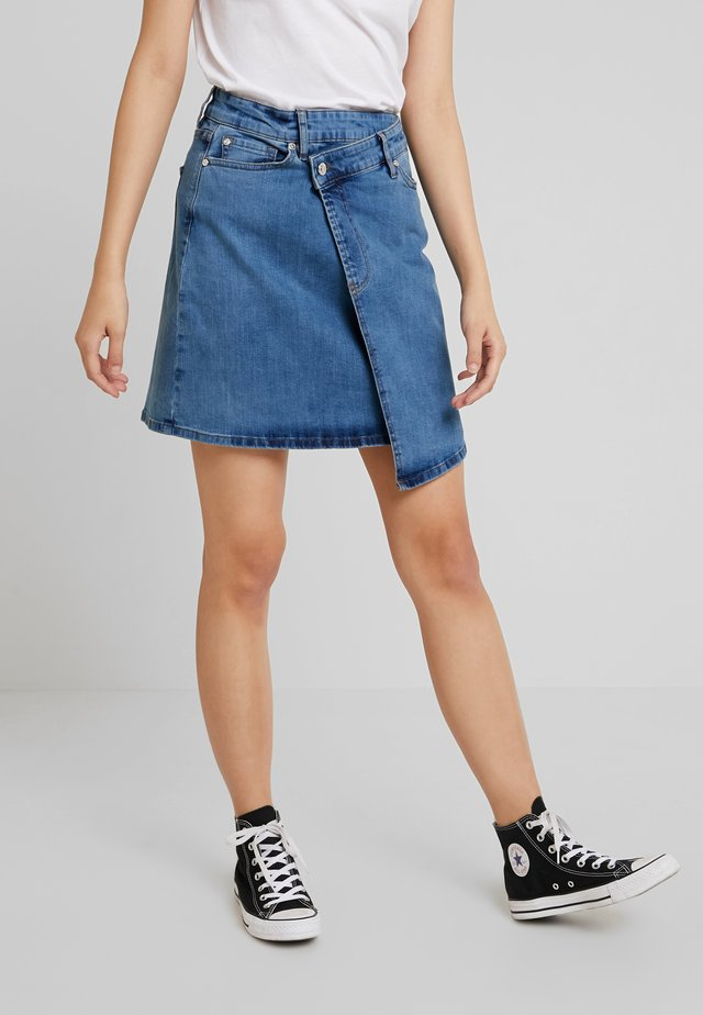 KATE WRAP SKIRT RIVA - Vekkihame - denim blue