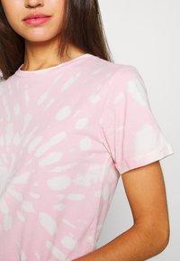 Ivy Copenhagen - STATE TIE DYE TEE - T-shirts print - pink - 4