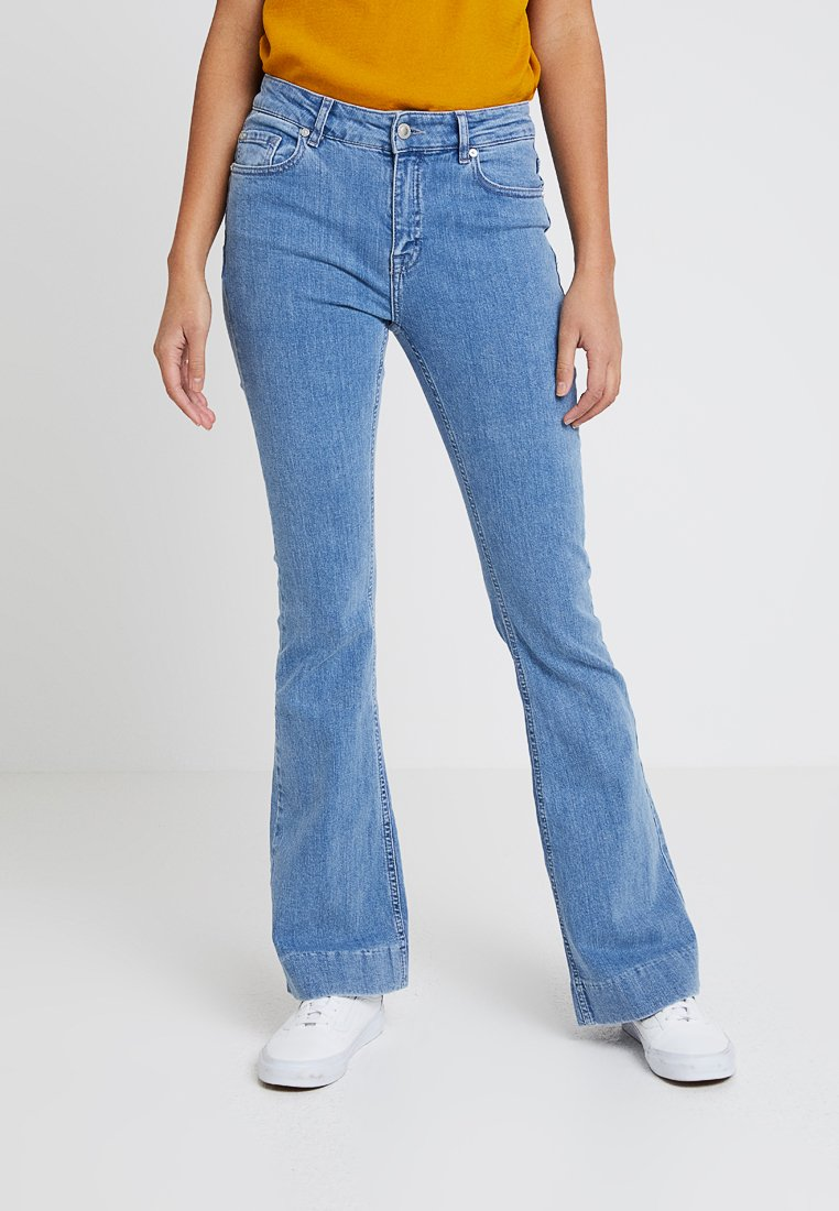 Ivy Copenhagen - CHARLOTTE FLARE - Flared Jeans - denim blue wash