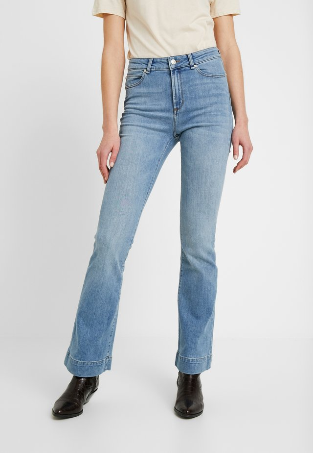 TARA DARK SALOU - Flared jeans - denim blue