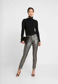 Ivy Copenhagen - TAYLOR ANKLE GLAM - Jeans Skinny Fit - coated denim/silver