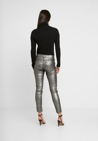 Ivy Copenhagen - TAYLOR ANKLE GLAM - Jeans Skinny Fit - coated denim/silver - 2