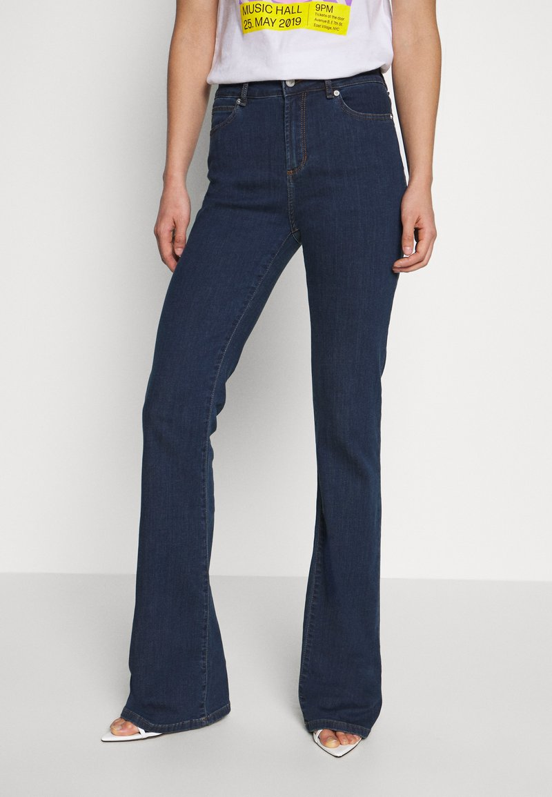 Ivy Copenhagen - TARA WASH - Flared jeans - denim blue