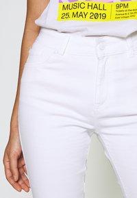 Ivy Copenhagen - CHARLOTTE OPTICAL - Flared jeans - white - 4