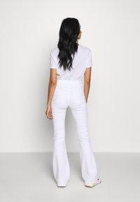 Ivy Copenhagen - CHARLOTTE OPTICAL - Flared jeans - white - 2