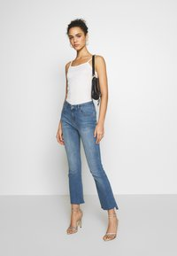 Ivy Copenhagen - JOHANNA KICK WASH LINZ - Flared jeans - denim blue