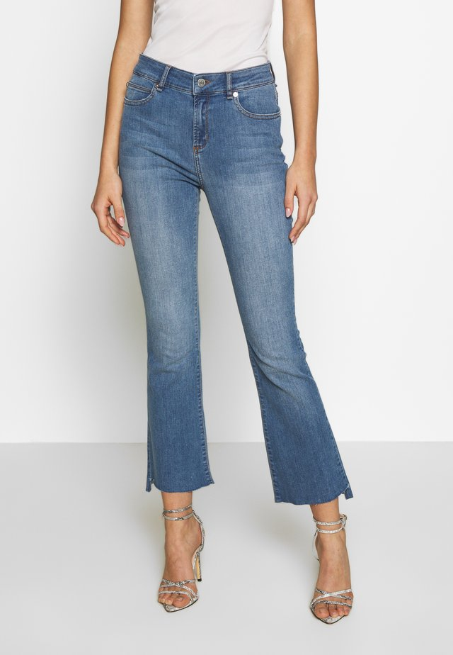 JOHANNA KICK WASH LINZ - Flared Jeans - denim blue