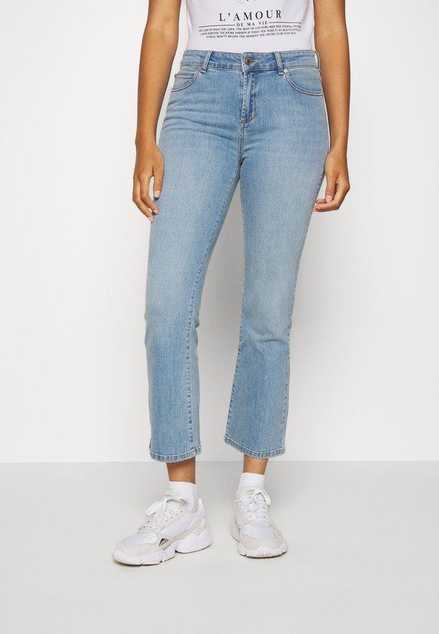 JOHANNA KICK FLARE WASH SANTA ELENA - Jeans bootcut - denim blue