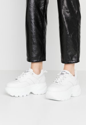 Trainers - actled white/white