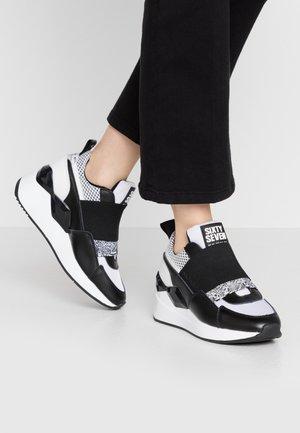 WASEDA - Nazouvací boty - actled black/white