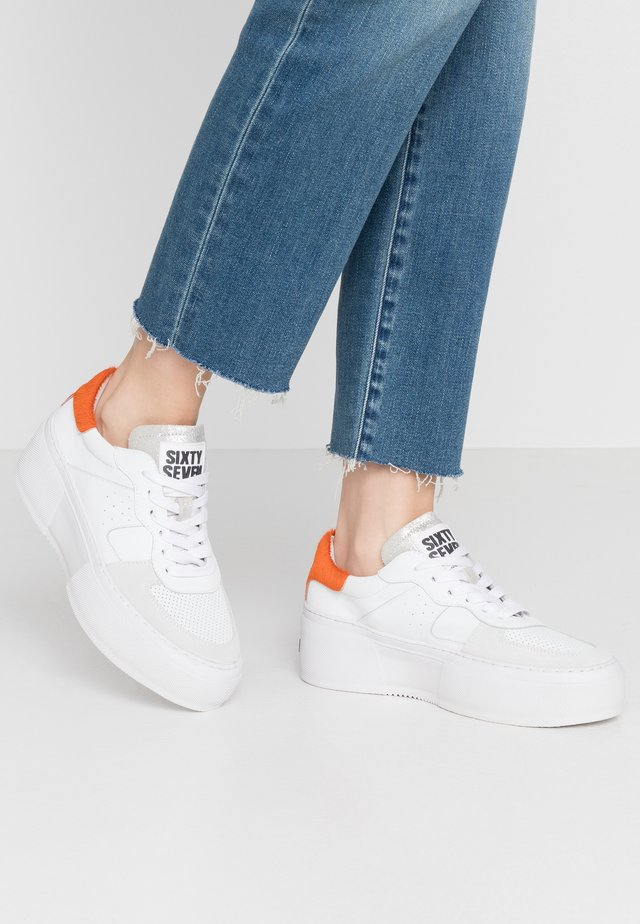 Sneakers - white/orange