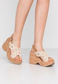 Sixtyseven - NOISE - Sandály na vysokém podpatku - beige/tan - 0