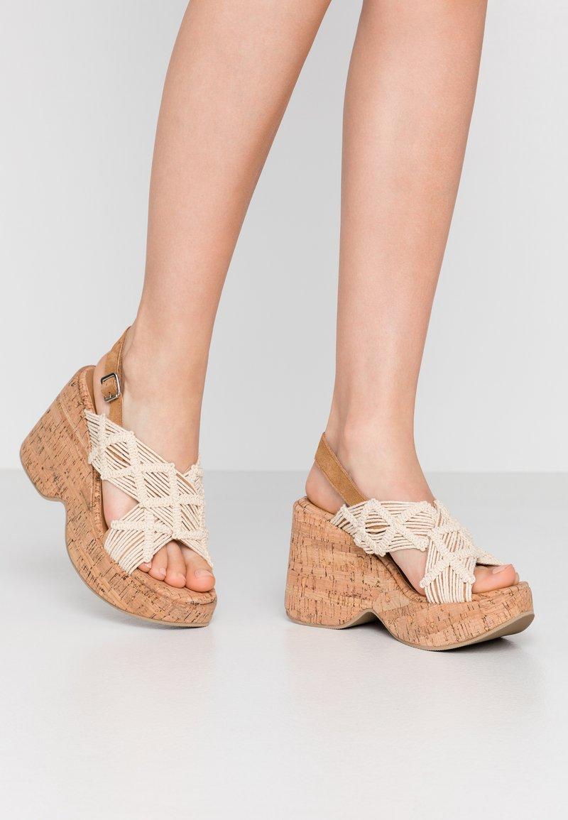 Sixtyseven - NOISE - Sandály na vysokém podpatku - beige/tan