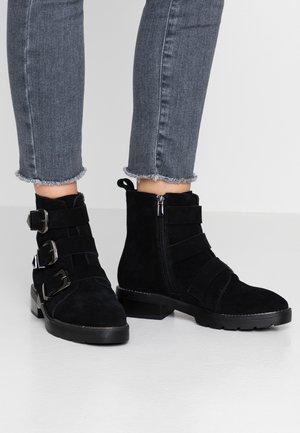 Stiefelette - black
