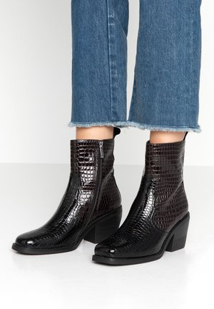 GNIALL - Classic ankle boots - black